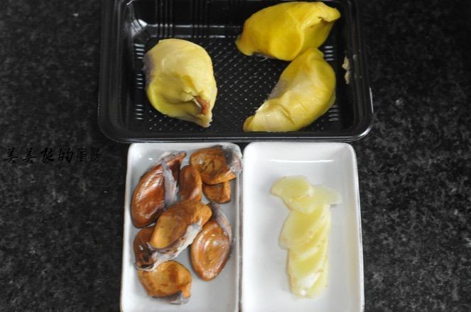 榴莲炖鸡的步骤