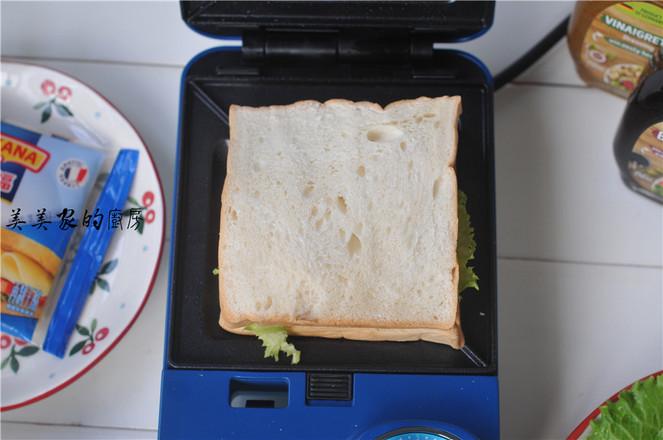 芝士火腿鸡蛋三明治怎么吃