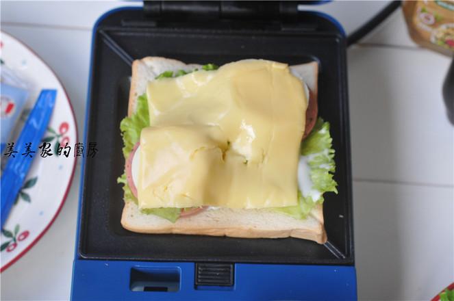 芝士火腿鸡蛋三明治的简单做法