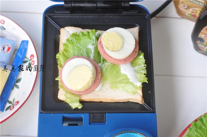 芝士火腿鸡蛋三明治的家常做法