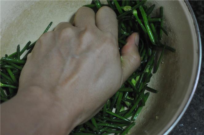 生腌韭菜花的简单做法