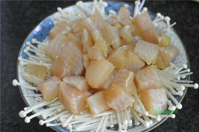 金针菇蒸巴沙鱼怎么做
