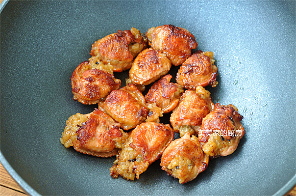 香煎鸡翅包饭成品图
