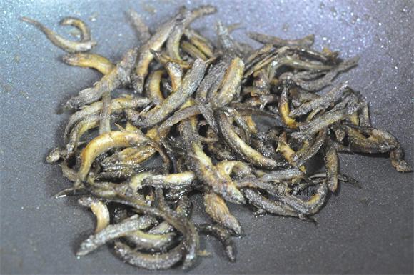 紫苏炒泥鳅的步骤