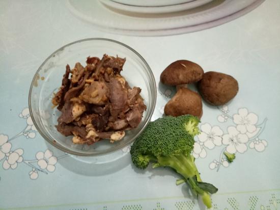 卤牛肉汤米粉的做法图解