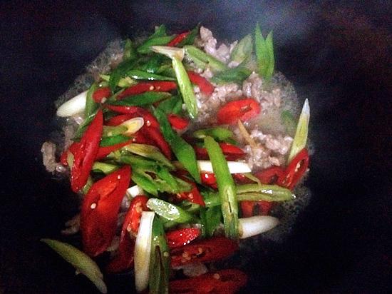 家常辣椒炒肉怎么煮