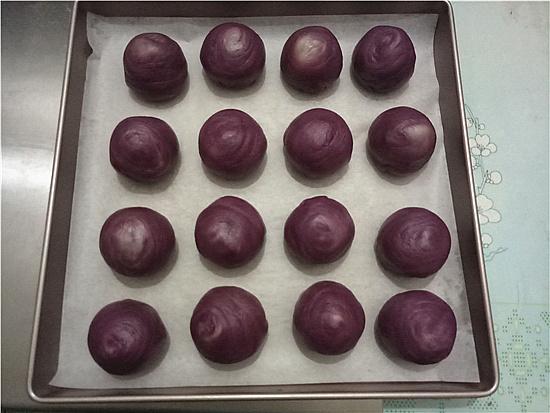 植物油彩色蛋黄酥的制作方法