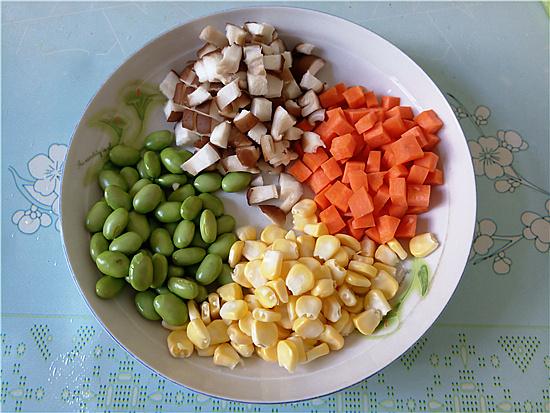三色藜麦毛豆肉丁饭的家常做法
