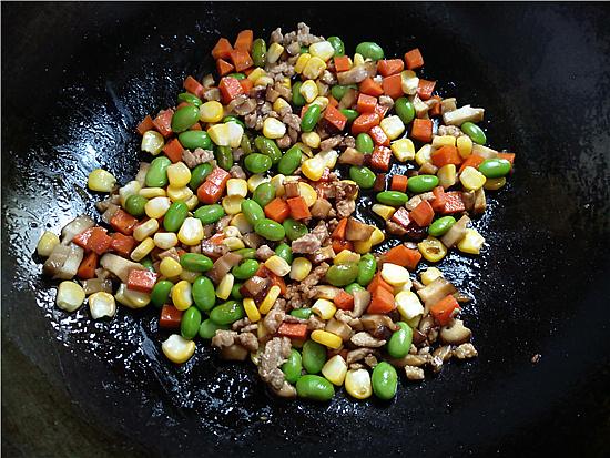 三色藜麦毛豆肉丁饭怎么炒