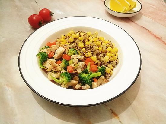 玉米藜麦鸡胸杂蔬沙拉怎么煸