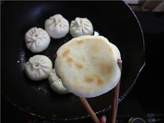 水煎香菇白菜肉包怎么煸