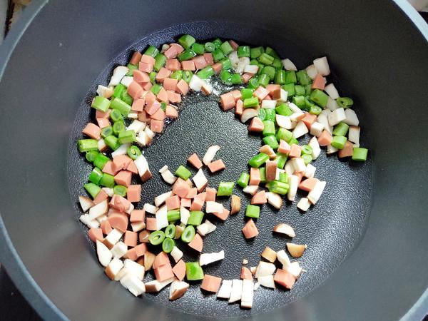 彩色的炒饭的家常做法