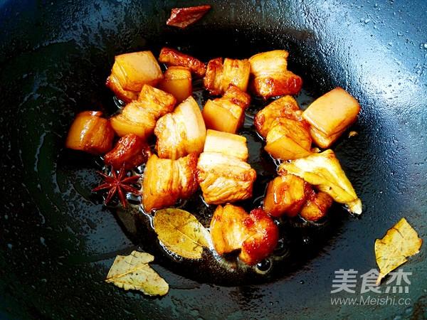 土豆粉条炖红烧肉怎么煮