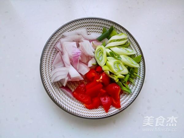 蒜苔炒腊肠的家常做法
