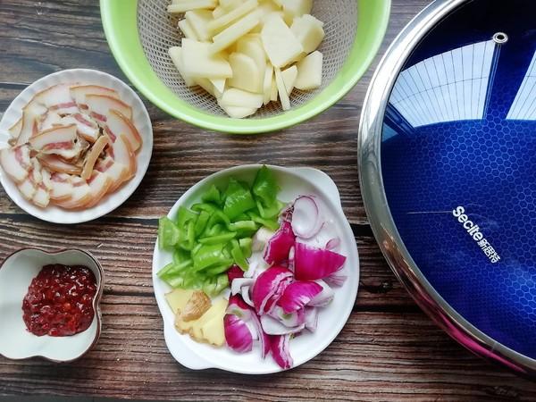 尖椒腊肉炒土豆的做法图解