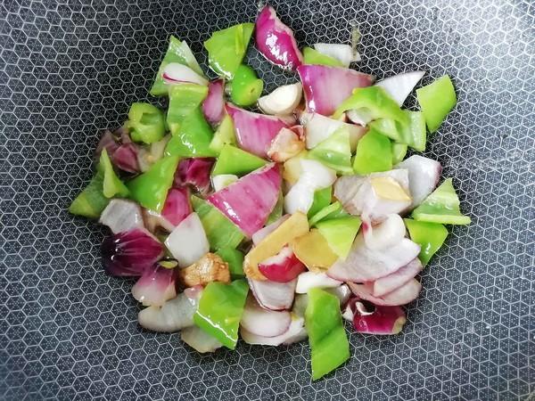 尖椒腊肉炒土豆的简单做法