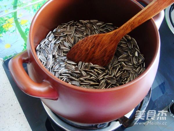 砂锅炒瓜子怎么做