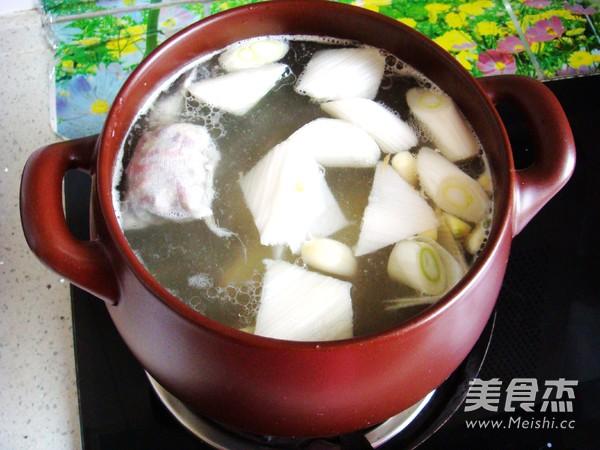 香菇炖排骨汤怎么炒