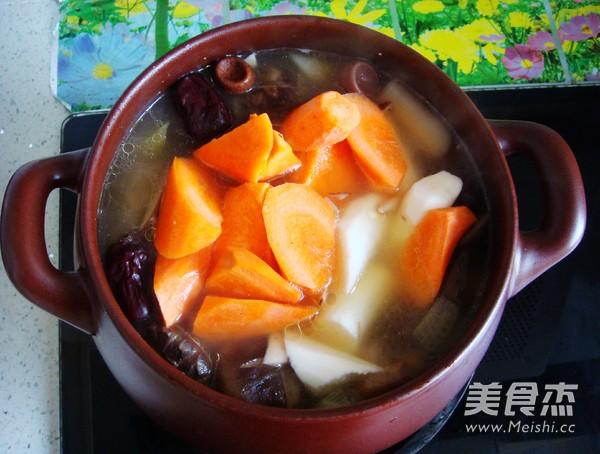 香菇炖排骨汤怎样煸