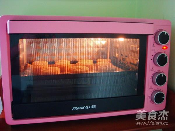 广式莲蓉蛋黄月饼的制作方法