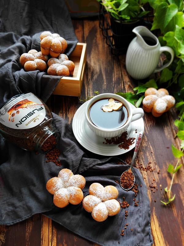咖啡花朵小面包成品图