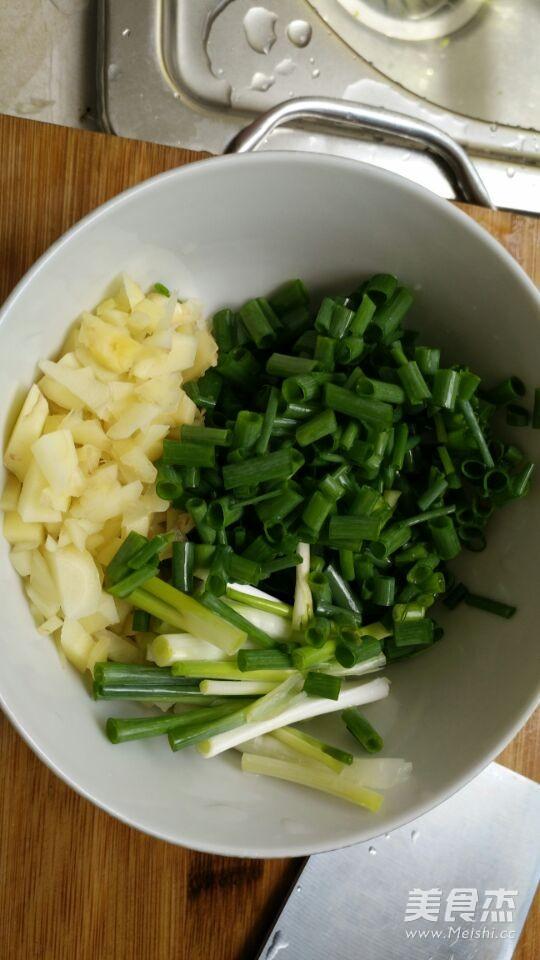 芹菜炒鸡蛋的家常做法
