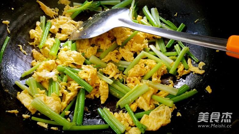 芹菜炒鸡蛋怎么炒
