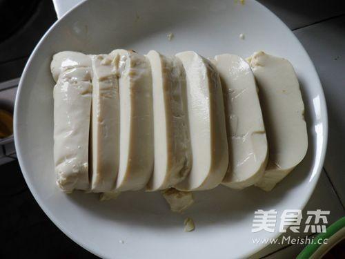 剁椒皮蛋豆腐的简单做法