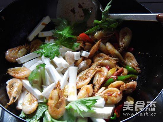 干锅香辣北极虾怎么煸