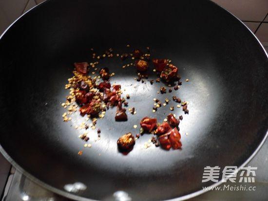 水煮豆花鱼怎么煸