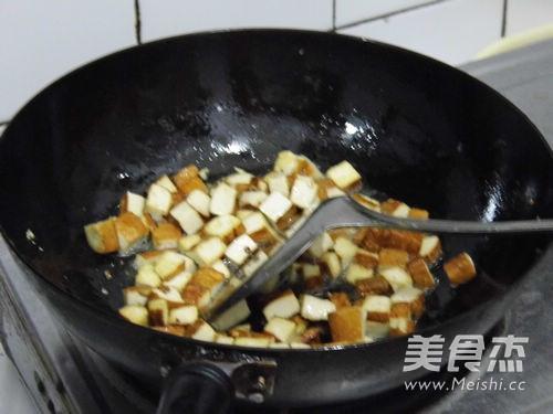 芹香炒三丁的简单做法