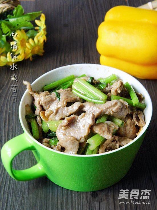 芹菜小炒肉成品图