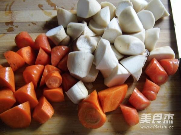 杏鲍菇黄焖鸡翅的家常做法
