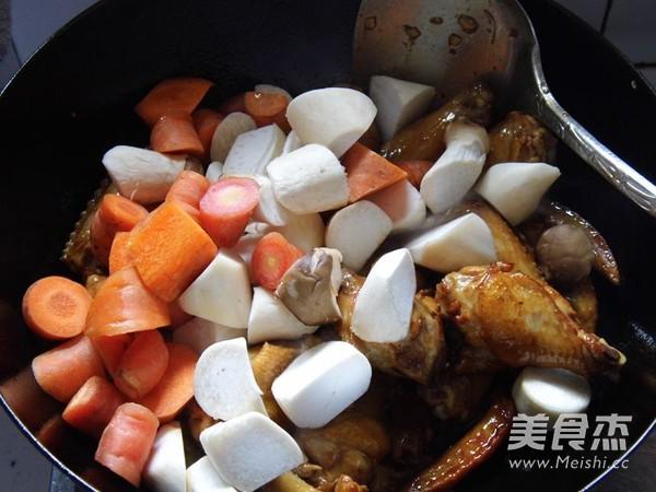 杏鲍菇黄焖鸡翅怎么炖