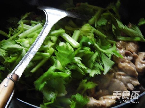 芹菜小炒肉怎么煸