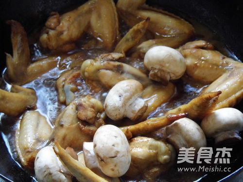台式三杯蘑菇鸡翅怎么炒