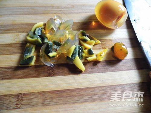 剁椒皮蛋豆腐的家常做法