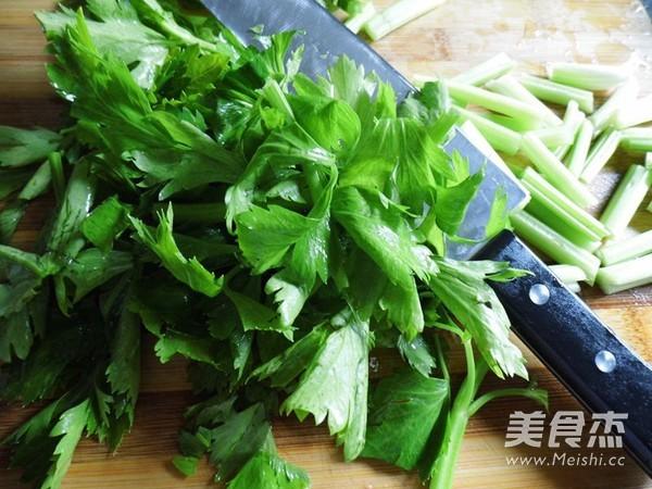 芹菜小炒肉的做法图解
