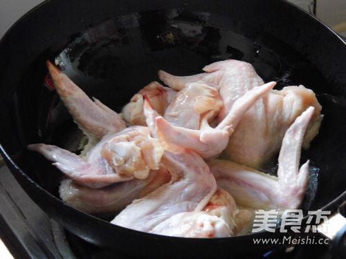 台式三杯蘑菇鸡翅的家常做法