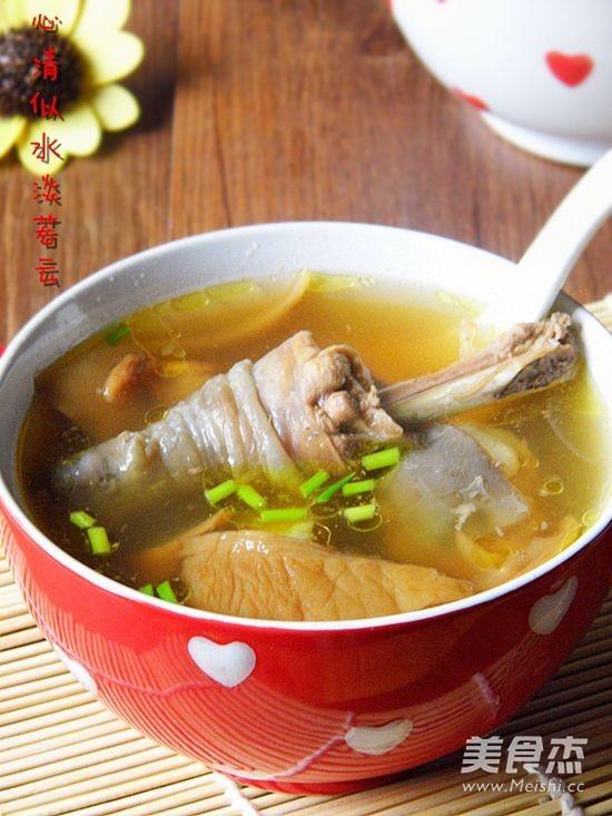 元蘑炖鸡汤成品图