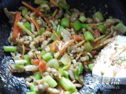 咖喱芹菜肉丝怎么炒