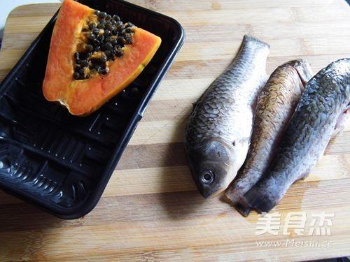 红枣鲫鱼木瓜汤的步骤