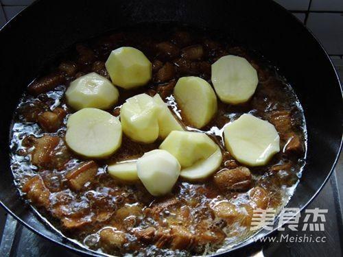 土豆红烧肉怎么炒