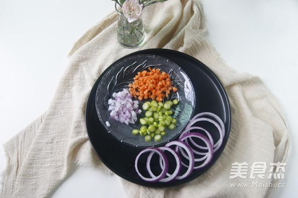 挑吃的小朋友也会爱上  【鲜虾杂蔬洋葱圈蛋饼】的做法图解
