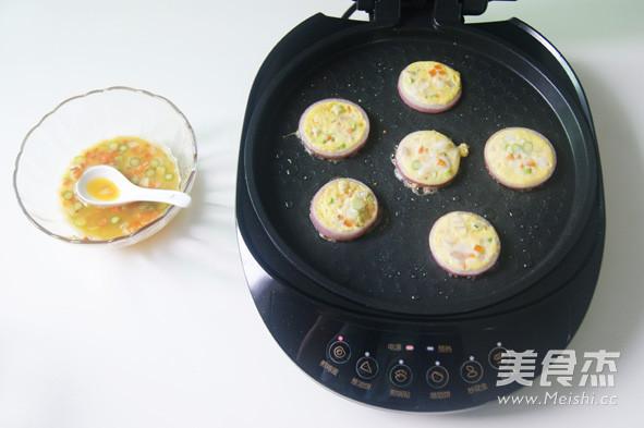 挑吃的小朋友也会爱上  【鲜虾杂蔬洋葱圈蛋饼】怎么煸