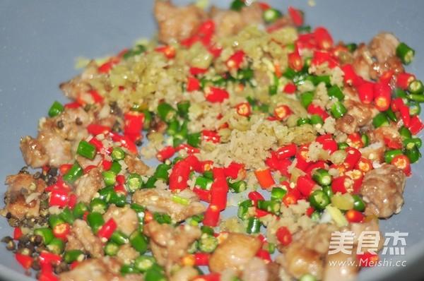 小尖椒炒兔丁的家常做法