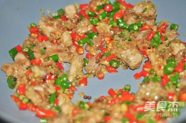 小尖椒炒兔丁的简单做法