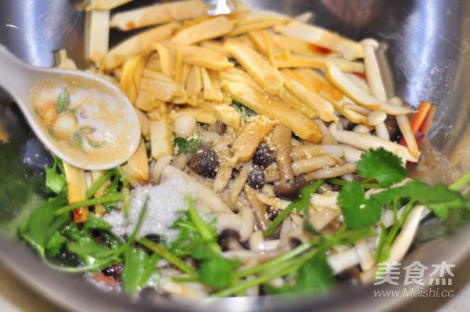 豆干拌双菇怎么煮