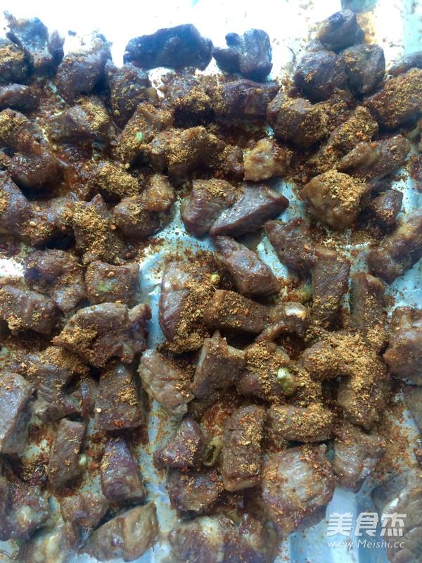 新疆风味烤羊肉块怎样煸