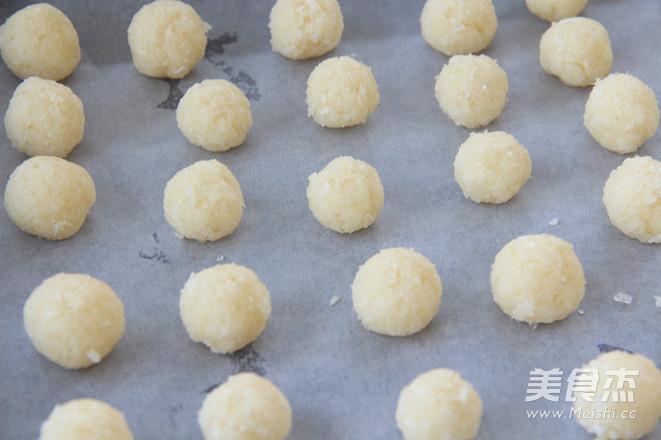 浓浓椰香小巧迷人的椰蓉球的家常做法